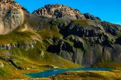 La regione selvaggia di Colorado del bacino del lago ice alza il lago verticalmente turquoise Immagine Stock Libera da Diritti