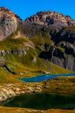 La regione selvaggia di Colorado del bacino del lago ice alza il lago verticalmente turquoise Immagini Stock Libere da Diritti