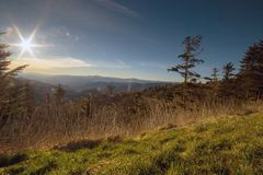 La regolazione del sole sopra Great Smoky Mountains della Nord Carolina fotografia stock libera da diritti