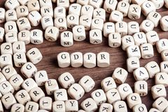 La regulación general GDPR, letra de la protección de datos corta palabra en cuadritos fotos de archivo libres de regalías