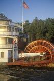 La reina del delta, una reliquia de la era del barco de vapor del siglo XIX, todavía rueda abajo el río Misisipi Foto de archivo