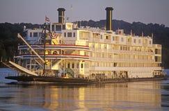 La reina del delta, una reliquia de la era del barco de vapor del siglo XIX, todavía rueda abajo el río Misisipi Fotos de archivo libres de regalías