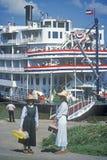 La reina del delta, una reliquia de la era del barco de vapor del siglo XIX, todavía rueda abajo el río Misisipi Fotografía de archivo