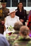La reina y el príncipe Philip visitan Merthyr Tydfil, el Sur de Gales, Reino Unido foto de archivo libre de regalías