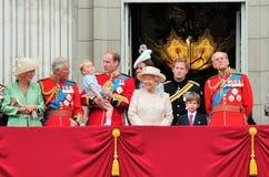 La Reine Elizabeth Buckingham Palace, Londres en juin 2017 - en s'assemblant le prince de couleur dévastez George William, Kate e photo libre de droits