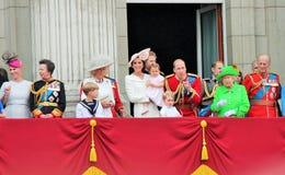 La Reine Elizabeth et prince dévastent, William, Charles, assemblement de famille royale de philip du balcon 2016 de couleur Photos libres de droits