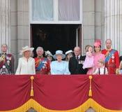 La Reine Elizabeth et prince George Charlotte William, dévastent, Kate et Charles S'assemblant la couleur Londres 2017 R-U photos libres de droits