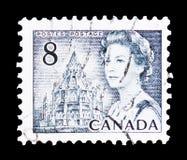 La Reine Elizabeth II et bibliothèque du Parlement, serie 1967-71 centennal de Definitives, vers 1971 photographie stock
