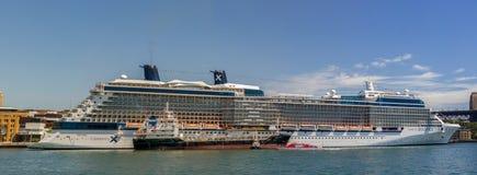 La Reine Victoria de bateau de croisière de la flotte de bateau de cunard accouplée en Sydney Harbour un beau jour bleu, Australi images libres de droits