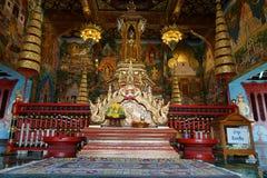 La religión del viaje del oro de dios del budismo del templo de Buda Tailandia Imagenes de archivo
