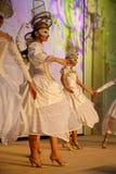La représentation d'étape du restaurant classieux les danseurs de palais d'été dansent l'exposition du style de groupe d'ensemble Photographie stock