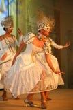 La représentation d'étape du restaurant classieux les danseurs de palais d'été dansent l'exposition du style de groupe d'ensemble Photographie stock libre de droits