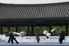 La représentation d'art martial et l'événement coréens traditionnels d'expérience montrent photographie stock libre de droits