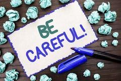 La représentation de note d'écriture fasse attention Le soin d'avertissement de présentation d'avis d'une attention de précaution photo stock