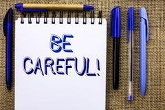 La représentation de note d'écriture fasse attention Le soin d'avertissement de présentation d'avis d'une attention de précaution images libres de droits