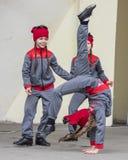 La représentation des enfants dansent l'ensemble de Maslenitsa à Gorki Image libre de droits