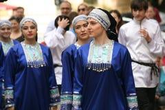 La représentation des soliste-danseurs de l'ensemble Imamat (Dagestan solaire) avec des danses traditionnelles du Caucase du nord Image libre de droits