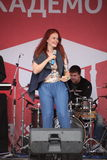La représentation du chanteur populaire Anna Malysheva et le groupe pop monnayent Images libres de droits