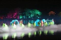 La représentation et la lumière d'air ouvert montrent dans le lac occidental, Chine Image stock