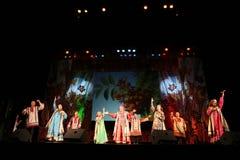 La représentation sur l'étape des acteurs, des solistes, des chanteurs et des danseurs de la chanson de Russe de théâtre national Images libres de droits