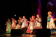La représentation sur l'étape du chanteur folk national du babkina de nadezhda de chansons et de la chanson russes de Russe de th Photo libre de droits