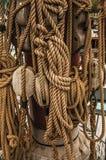 La reproducción del velero llamó Amsterdam amarrada al lado del museo marítimo nacional en Amsterdam Imagen de archivo