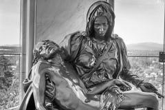 La reproducción del Pieta en la gruta en Portland Oregon Foto de archivo