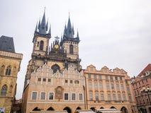 LA REPUBBLICA CECA DI PRAGA - 20 FEBBRAIO 2018: Intorno alla vecchia piazza nella stagione invernale Fotografia Stock