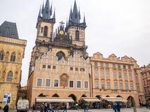 LA REPUBBLICA CECA DI PRAGA - 20 FEBBRAIO 2018: Intorno alla vecchia piazza nella stagione invernale Immagine Stock Libera da Diritti