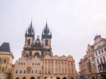 LA REPUBBLICA CECA DI PRAGA - 20 FEBBRAIO 2018: Intorno alla vecchia piazza nella stagione invernale Fotografie Stock Libere da Diritti