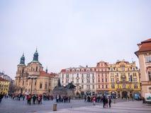 LA REPUBBLICA CECA DI PRAGA - 20 FEBBRAIO 2018: Intorno alla vecchia piazza nella stagione invernale Fotografia Stock Libera da Diritti