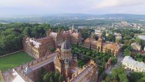 La residencia de la universidad del nacional de Chernivtsi Iglesia del seminario de los tres santos Edificio del seminario aéreo almacen de video