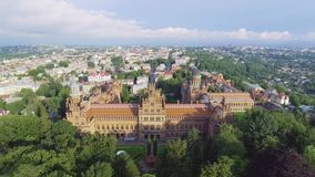 La residencia de la universidad del nacional de Chernivtsi Iglesia del seminario de los tres santos Edificio del seminario aéreo metrajes