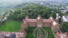 La residenza dell'università del cittadino di Cernivci Chiesa del seminario dei tre san Costruzione di seminario aereo stock footage