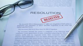 La resolución rechazó, los funcionarios da el sellado del sello en el documento de negocio almacen de metraje de vídeo