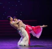 La responsabilité et la charge de amour-ont la danse folklorique affinité-chinoise mutuelle Images libres de droits