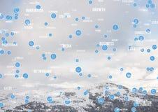 La rete bianca e blu contro la montagna nevosa completa Fotografie Stock