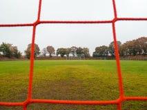 La rete rossa e bianca di calcio rurale lancia dentro la Germania fotografia stock libera da diritti