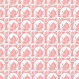 La retro teiera e tazza di tè d'annata rosa ripetono il modello in bianco e nero Fotografia Stock Libera da Diritti
