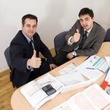 La reunión de negocios manosea con los dedos para arriba Imagen de archivo libre de regalías