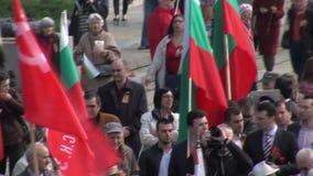 La reunión en el monumento a los soldados soviéticos en la capital búlgara Sofía metrajes
