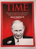 La revista Time con Vladimir Putin en la página delantera publicó antes de 2016 la elección presidencial Imagenes de archivo