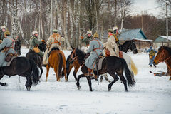 la ricostruzione Militare-storica delle lotte dei periodi del primo mondo sul Borodino sistema il 13 marzo 2016 Immagine Stock