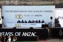 La ricreazione della tassa di cavalleria 100 anni di ANZAC Fotografia Stock