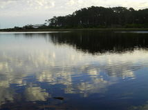 La riflessione di si rannuvola il lago Fotografia Stock Libera da Diritti