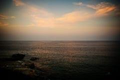 La riflessione dorata del tramonto durante l'ora dorata Immagine Stock Libera da Diritti