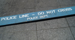 La riga di polizia non attraversa Fotografia Stock