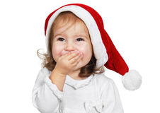 La risa divertida del niño vistió el sombrero de santa, aislado en blanco Imagenes de archivo