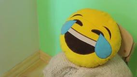 La risata dell'emoticon stock footage