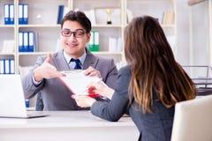 La riunione d'affari fra l'uomo d'affari e la donna di affari Fotografie Stock